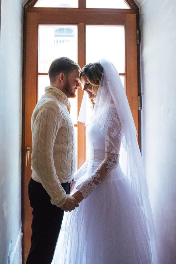 «Он приехал знакомиться на скутере — как на белом коне!» — священник и его супруга о том, как они встретились и полюбили