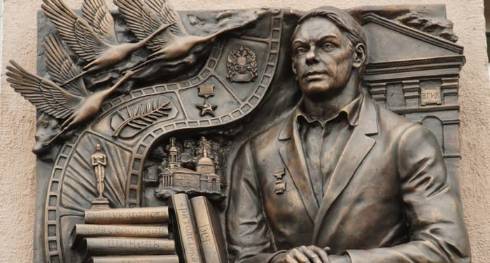 В Москве открыли мемориальную доску актеру Алексею Баталову