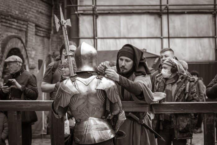 Меч, щит и булава в Москве
