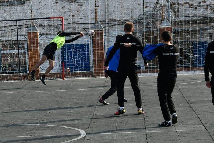 На Кубани будущие священники сыграли вничью с заключенными в упорном футбольном матче