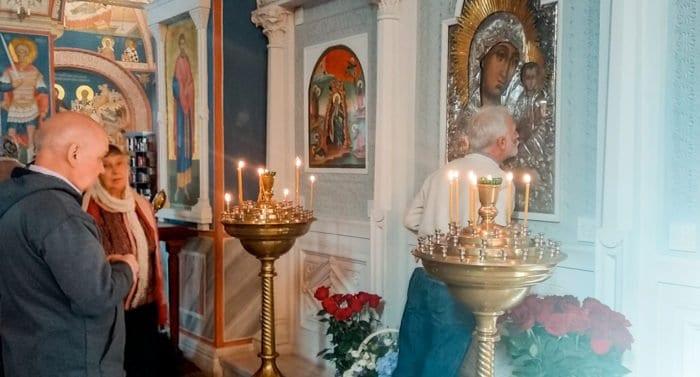 Перед мироточащей в Москве иконой весь октябрь будут служить акафисты