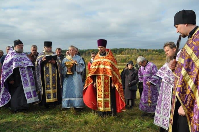 На родине преподобного Антония Сийского установили поклонный крест