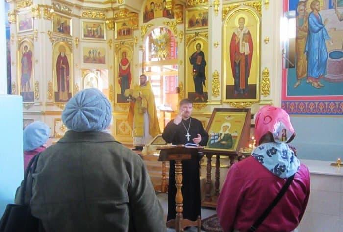 В Шахтинской епархии начали совершать Литургии с сурдопереводом