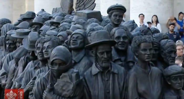 В Риме открыли памятник беженцам, в котором отобразили и Святое семейство