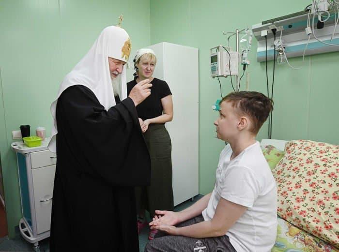 Патриарх Кирилл передал подарки детям из онкоцентра в Брянске и пожелал им верить в выздоровление
