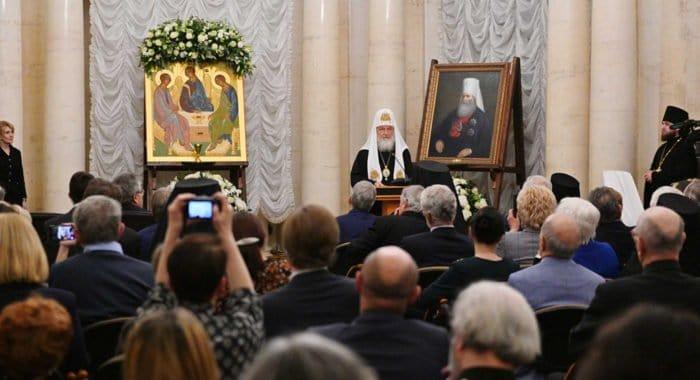 Патриарх Кирилл вручил Макариевские премии 2018-19 гг. в области гуманитарных наук