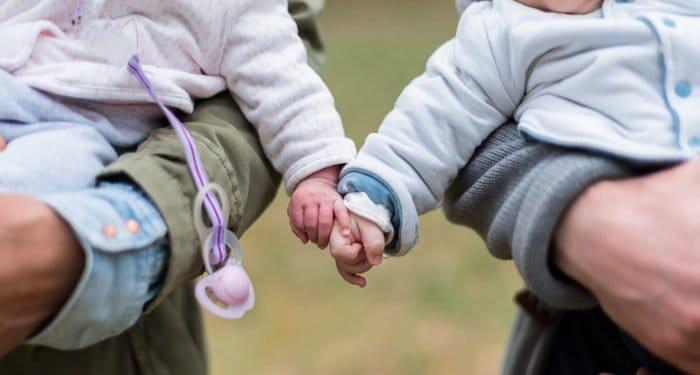 Церковь готова помочь с устройством семерых детей, рожденных суррогатными матерями