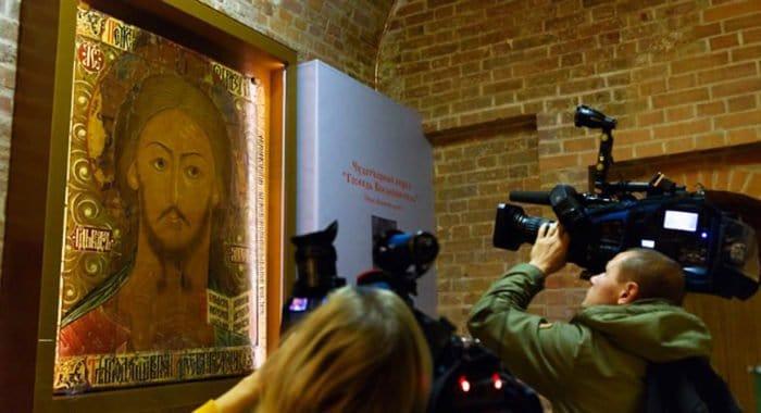 Покровскому собору передали уникальную икону XVII века, которая теперь доступна для всех