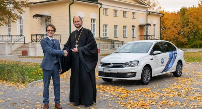 Мобильной службе Детского хосписа в Домодедове подарили Volkswagen