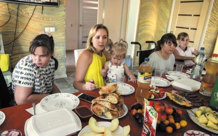 «Раньше янеразрешала называть себя мамой». История женщины, для которой нет чужих детей