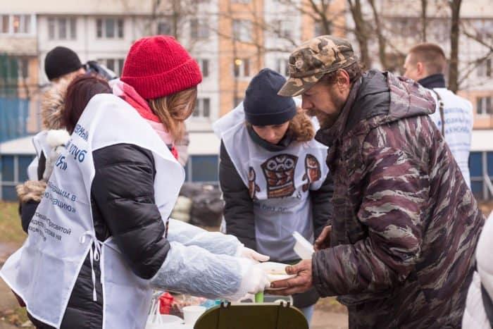 В Санкт-Петербурге освящен «Автобус милосердия» для помощи бездомным