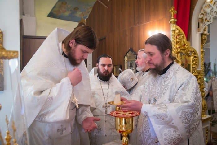 «Администратор команды называл меня сумасшедшим» — возможно, самый высокий священник России о пути из баскетбола в Церковь