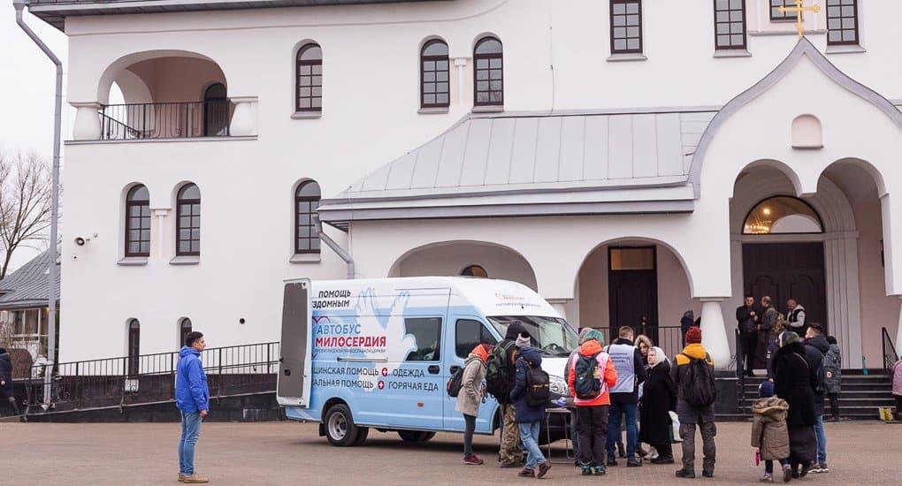 Для бездомных Петербурга запустили новый «Автобус милосердия»