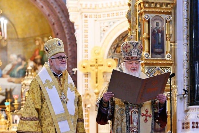 Патриарх Кирилл вручил архиепископу Дубнинскому Иоанну грамоту о воссоединении Архиепископии приходов русской традиции с Русской Православной Церковью