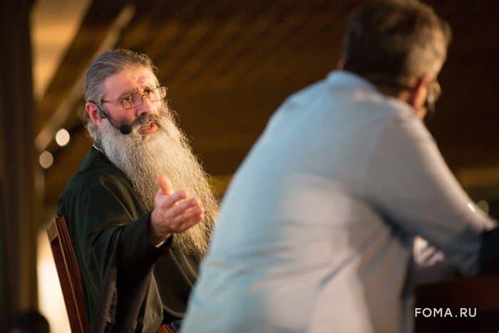 Открытый разговор о наших детях: многодетный священник Максим Первозванский ответил на вопросы гостей «Светлого вечера оффлайн»