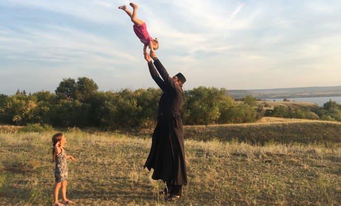 «Администратор команды называл меня сумасшедшим» — возможно, самый высокий священник России о пути из баскетбола в Церко...