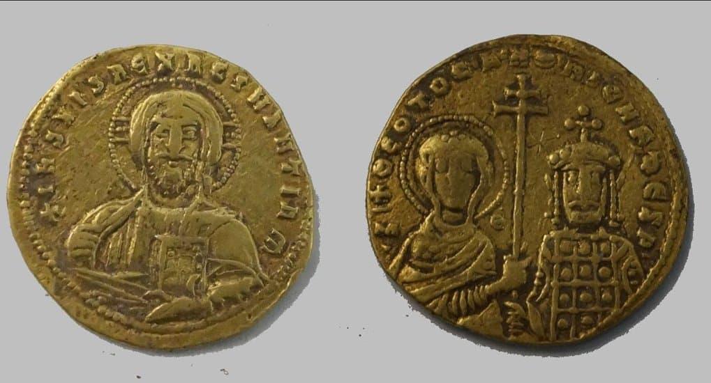 Редкие византийские монеты с изображениями Христа и Богородицы найдены на Тамани
