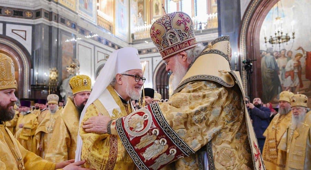 Патриарх Кирилл и митрополит Дубнинский Иоанн совершили Литургию в Успенском соборе Кремля