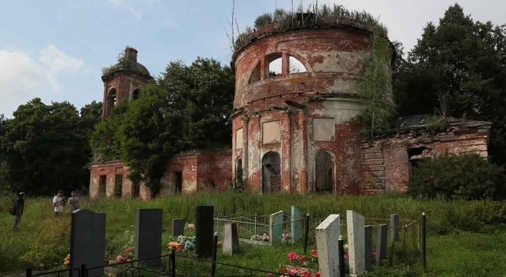 Зимний субботник для самых смелых: спасаем старинную церковь под Ярославлем