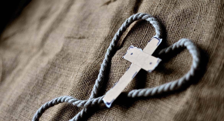 Можно ли носить не освященный черный крестик?