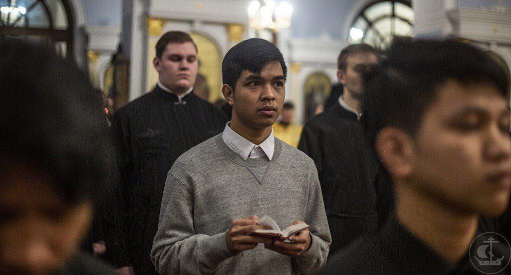 Как бороться с посторонними мыслями во время богослужения?