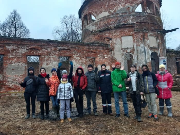 Культурные волонтеры спасают приусадебный храм под Ярославлем