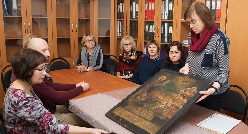 Уникальную икону XVIII века выкупил у ее владелицы Новгородский музей-заповедник