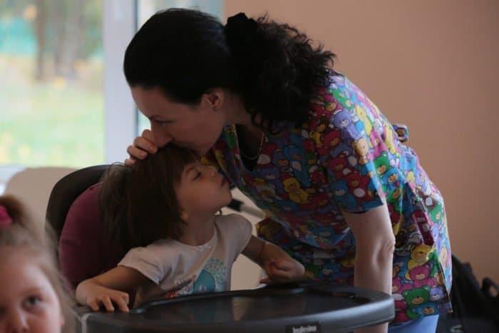«Привыкнуть к страданию ребенка невозможно», — как я оставила работу ради хосписа