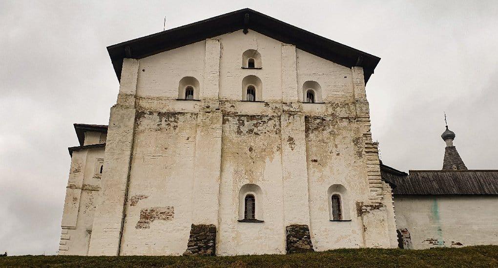 Казенную палату XVI века Ферапонтова монастыря передали Церкви