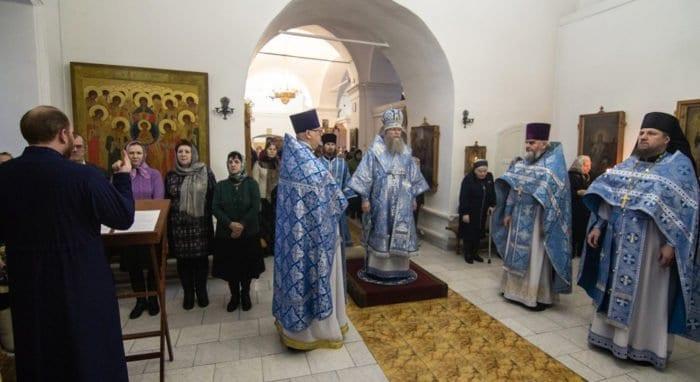 Первую архиерейскую Литургию с сурдопереводом совершили в Муроме
