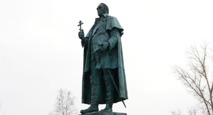 Памятник святому Федору Ушакову открыли в старейшем городе Мордовии Темникове