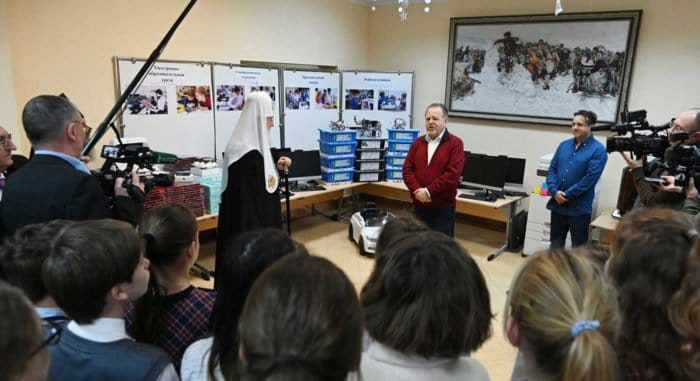 Православной гимназии Калининграда подарили 150 электронных учебников