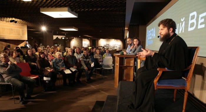 Найти и сохранить любовь: священник Андрей Рахновский ответил на вопросы гостей «Светлого вечера оффлайн»