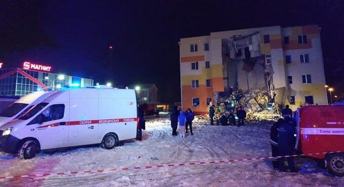 Священники помогают пострадавшим при взрыве газа в поселке Белгородской области