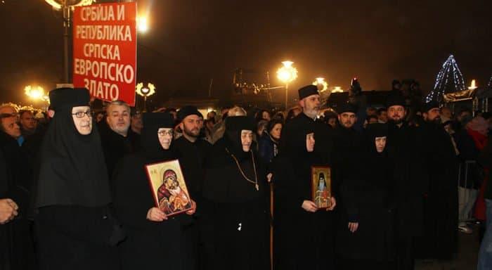Белградцы под открытым небом помолились о православных Черногории, Косова и Метохии