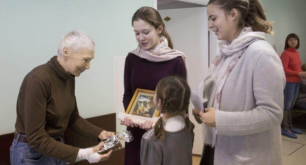 Для подопечных службы «Милосердие» собрали более 18 тысяч рождественских подарков