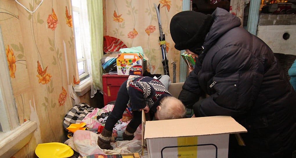 Монахини из Екатеринбурга снова доехали до дальних сел, чтобы порадовать детей подарками на Рождество