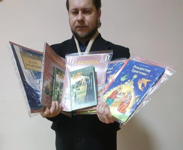 Участники конкурса творческих работ «Дорога к храму» в Брянске получили подарки от «Фомы»