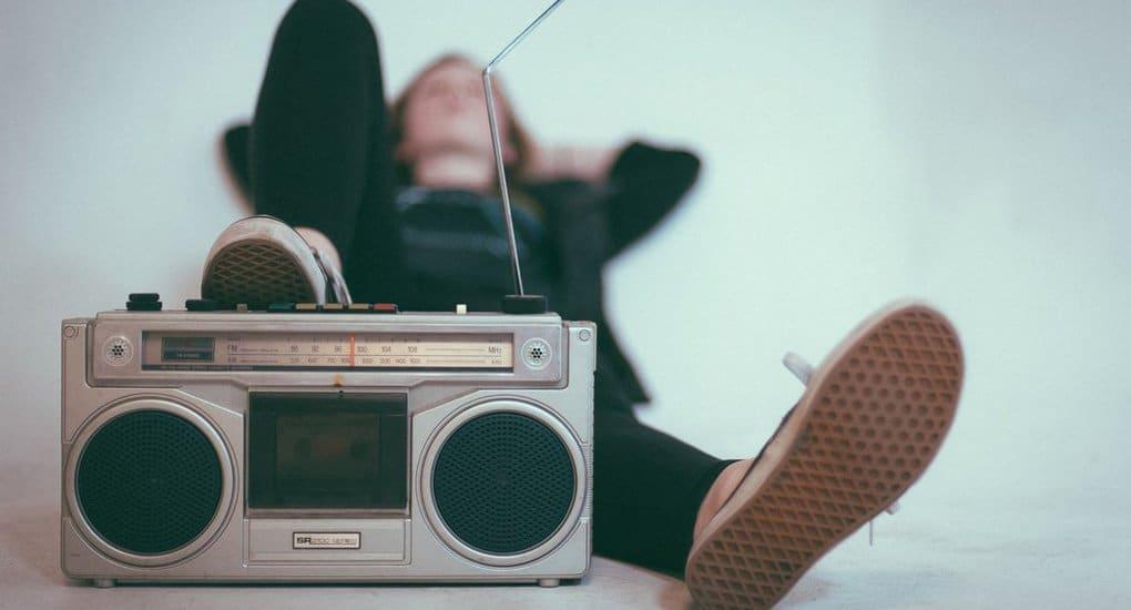 Можно ли слушать песни, в которых плохо говорится о Боге?