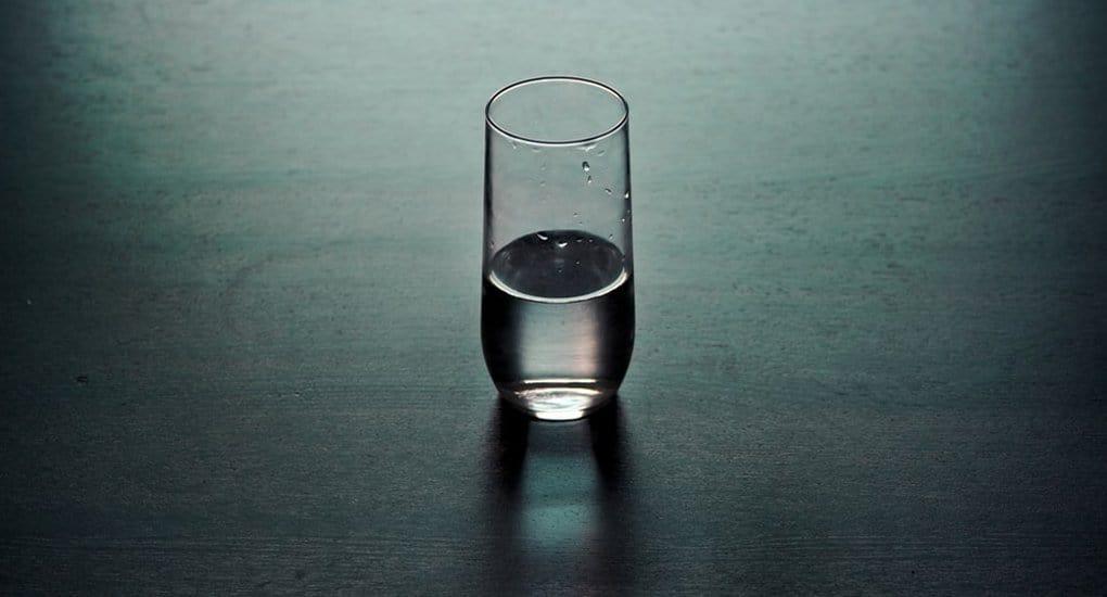 Можно ли самому освятить воду?