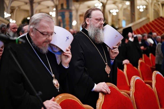 Члены Межсоборного присутствия во главе с патриархом Кириллом почтили память протоиерея Всеволода Чаплина