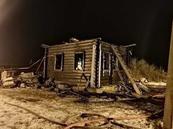 В Церкви молятся о детях, погибших на пожаре в ярославском селе