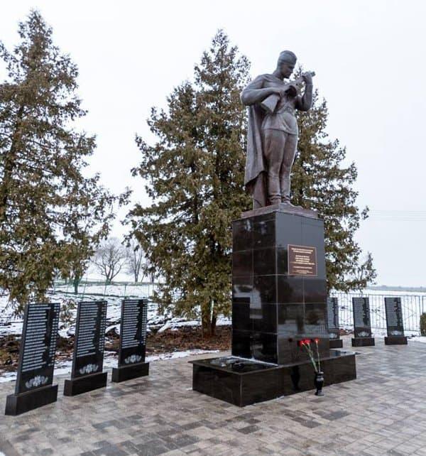 В белгородском селе восстановили храм XIX века и отреставрировали военный мемориал