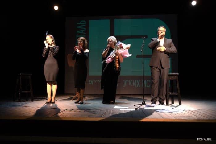 Впродаже появились дополнительные билеты наспектакль «12непридуманных историй»: встречайтесь с«Фомой» воМХАТе!