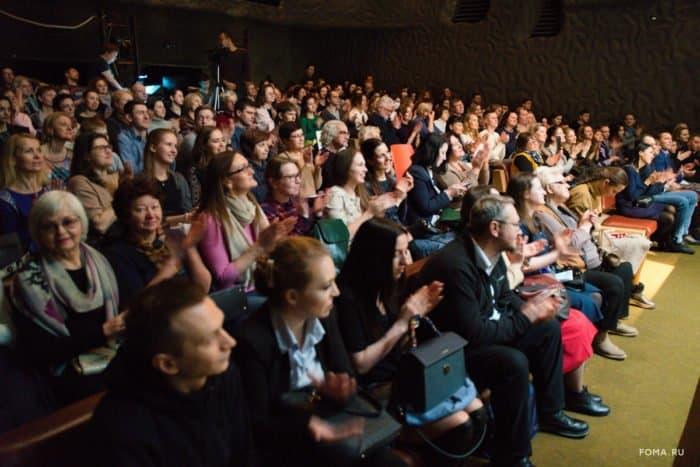 Журнал «Фома» снова насцене МХАТ: продажа билетов наспектакль «12непридуманных историй»