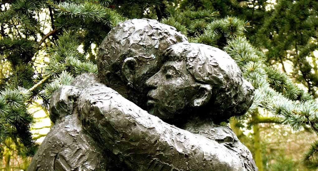 Почему на исповеди  прощаются грехи даже если он не просил прощения?