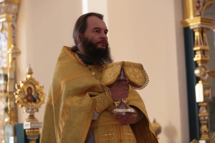 «Если представить очередь в Царствие Небесное — я буду в ней последним» — протоиерей Игорь Фомин о вере, любви и покаянии