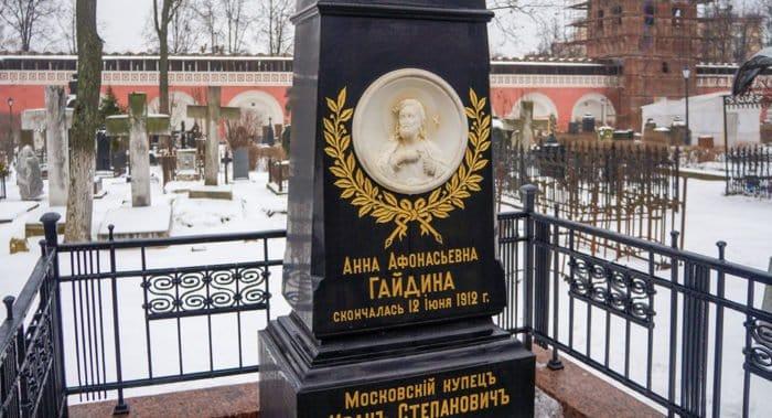 Семь исторических надгробий отреставрировали в некрополе Донского монастыря