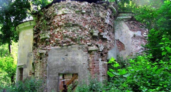 Недействующий храм XVIII века в честь Троицы Живоначальной в Березках передали Церкви