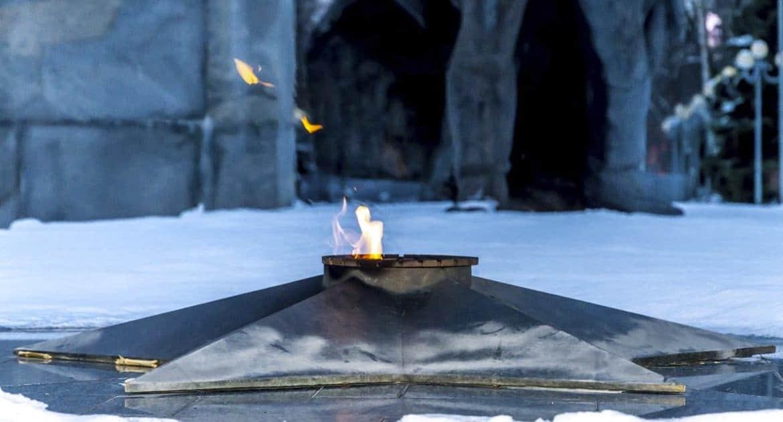 Возложить цветы у вечного огня – идолопоклонство?